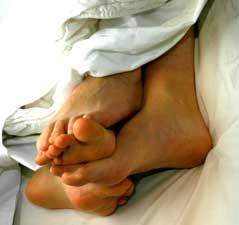 feet-sleeping-in-bed